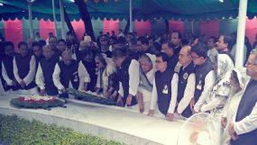 টুঙ্গিপাড়ায় বঙ্গবন্ধুর সমাধীতে প্রধানমন্ত্রীর শ্রদ্ধা