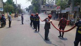 করোনা সঙ্কট:   মৌলভীবাজার শহরে জীবাণুনাশক স্প্রে