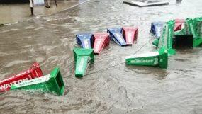 রাজধানীর বিভিন্ন এলাকায় এখন জলাবদ্ধতা,দুর্ভোগে  শহরবাসী