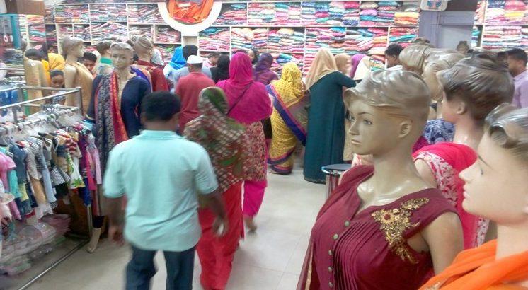 মৌলভীবাজার শহরে জমে উঠেছে ঈদের কেনাকাটা
