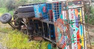 কুমিল্লায় গরুবোঝাই ট্রাক উল্টে ৩ ব্যবসায়ী নিহত