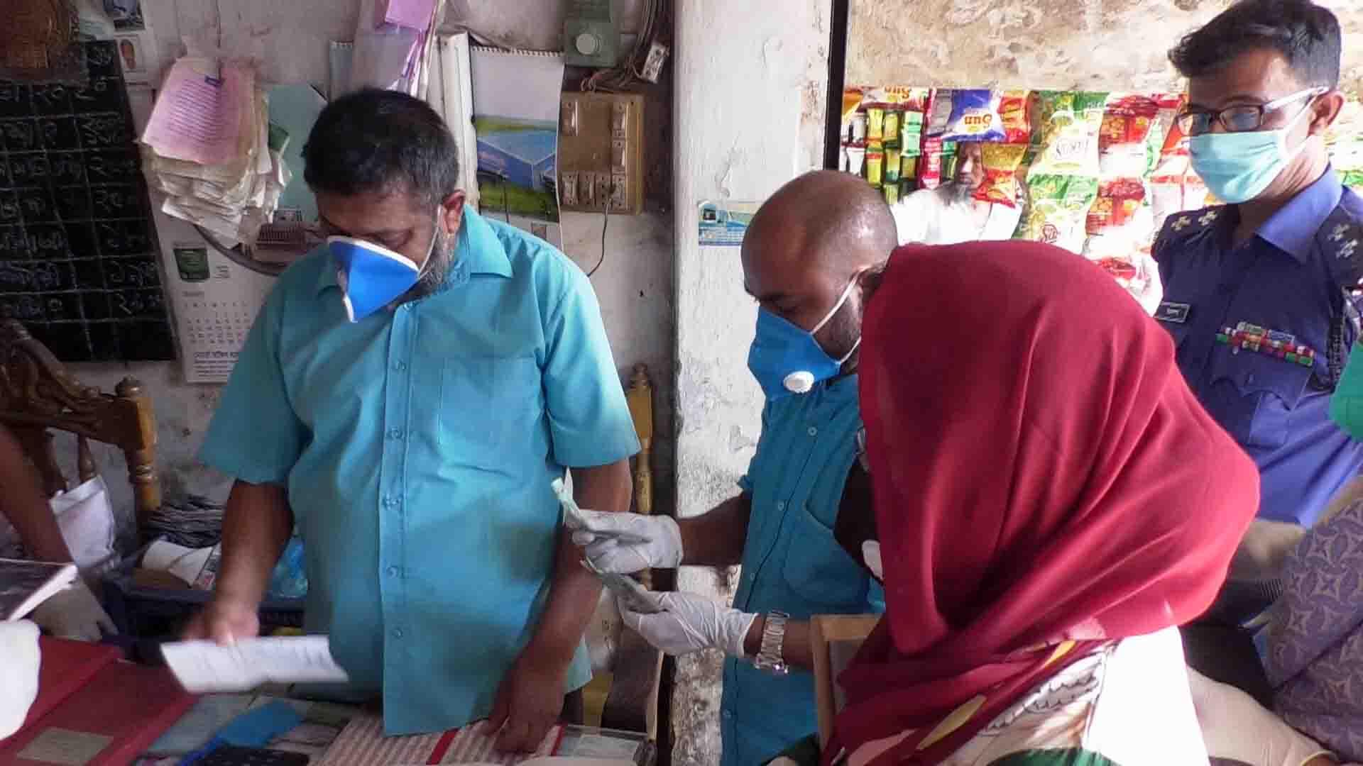 করোনা সঙ্কট:  মৌলভীবাজরে অস্থির চালের দোকানে ভ্রাম্যমাণ         আদালতের অভিযান