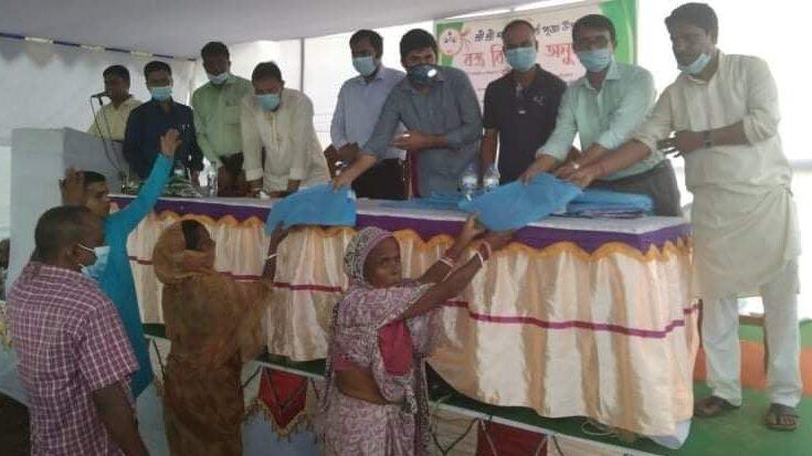 দূর্ঘাপূজা উপলক্ষে কমলগঞ্জে 'শ্রীগীতা শিক্ষাঙ্গন'র বস্ত্র বিতরণ অনুষ্ঠিত