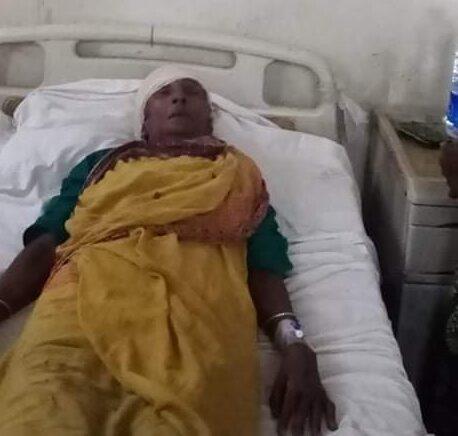 মৌলভীবাজারে বৃদ্ধ মা'কে কুপিয়ে গুরুতর আহত করলো ছেলে