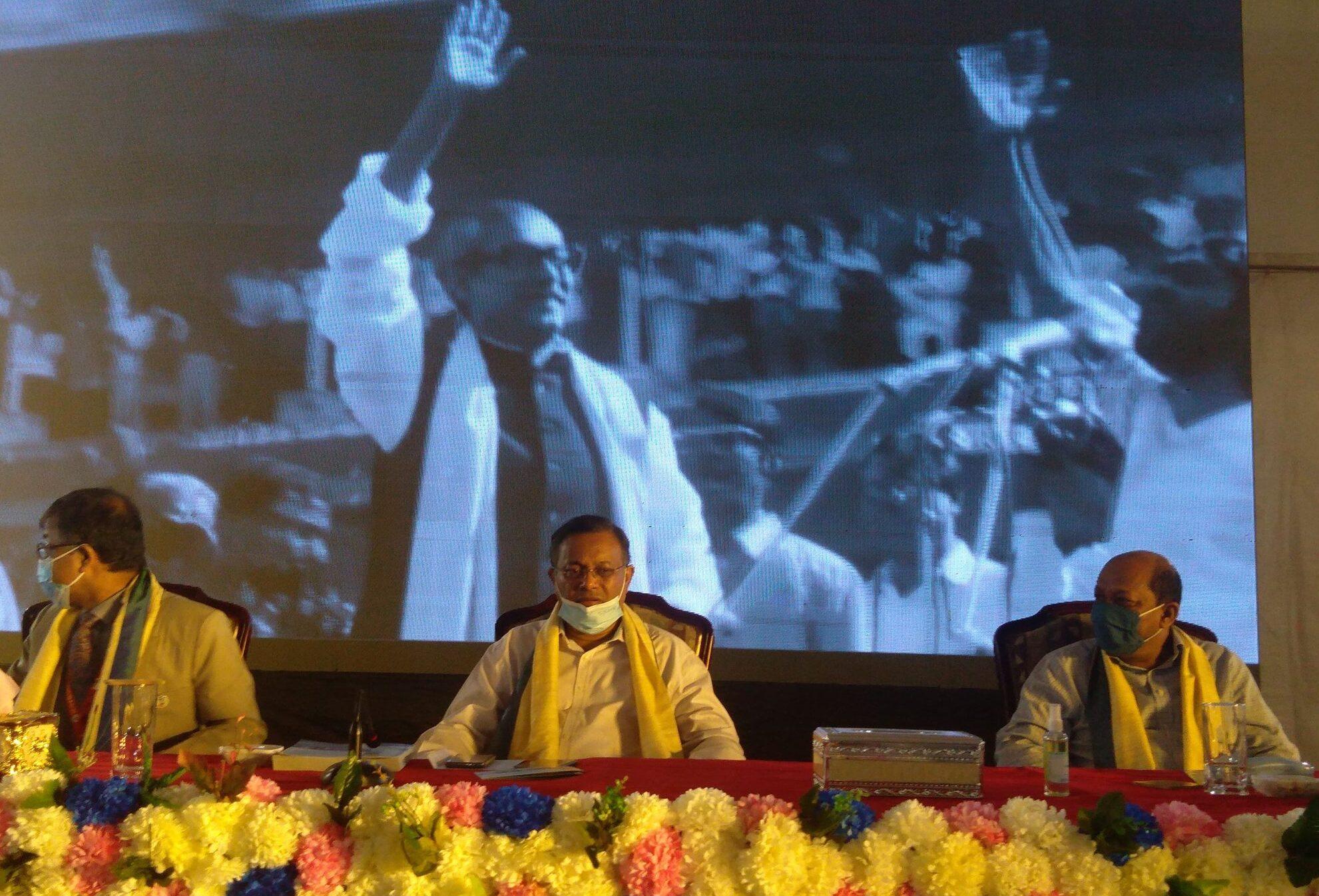 চতুর্থ শিল্পবিপ্লবের চ্যালেঞ্জ মোকাবিলায় বিজ্ঞানচর্চার বিকল্প নেই ঃ তথ্যমন্ত্রী