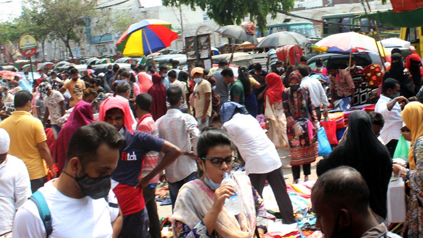 'সর্বাত্মক লকডাউন' শুরু হওয়ার আগে কেনাকাটার ধূম